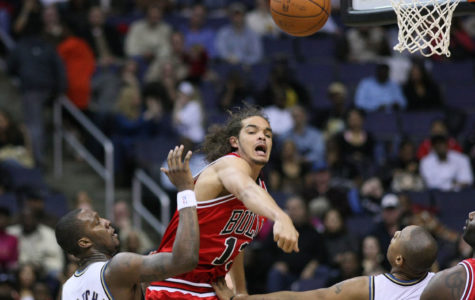 Joakim Noah getting a rebound then passing it out!