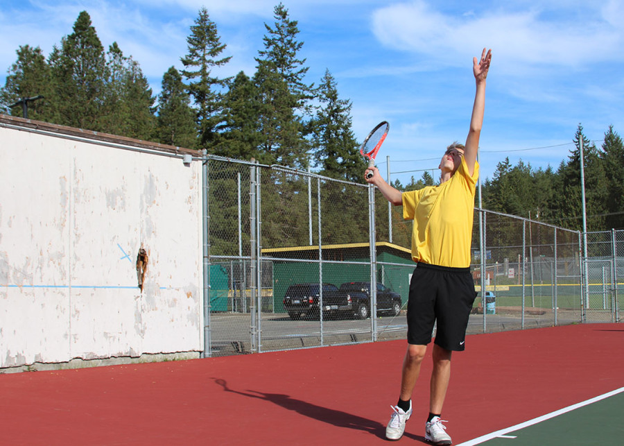 Quinlan+Rogers+warming+up+with+a+serve.+
