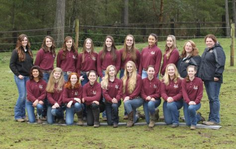 The South Kitsap Equestrian Team, complete with its Peninsula members. Photo courtesy of Karissa Talent.