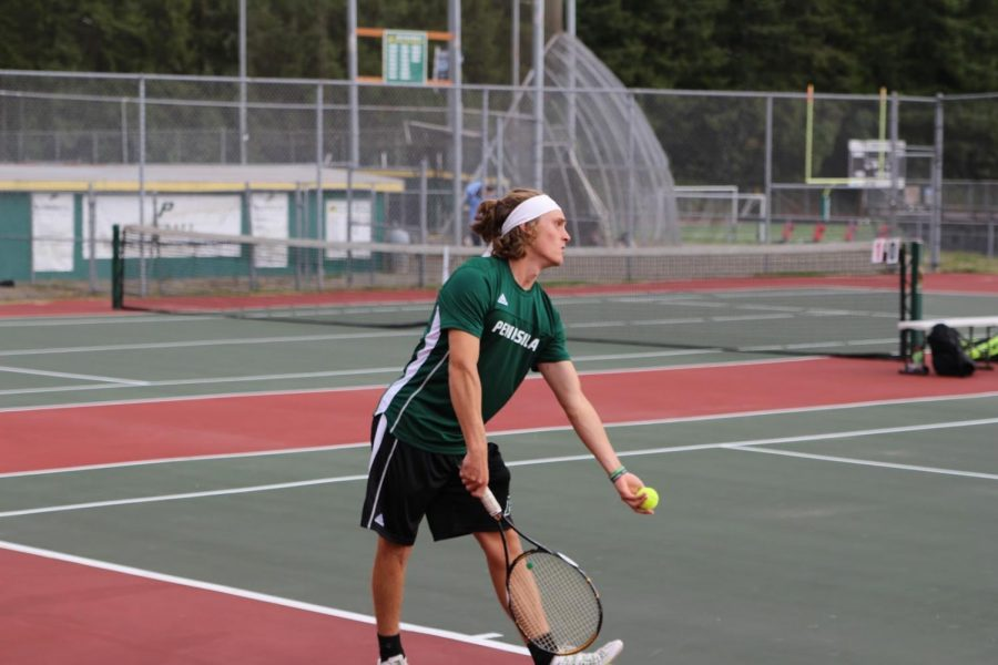 Peninsula boy's tennis player Maverick Esser